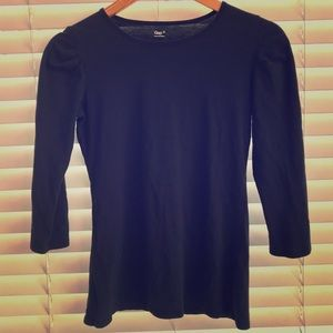 Black top with slight puff 3/4 sleeve
